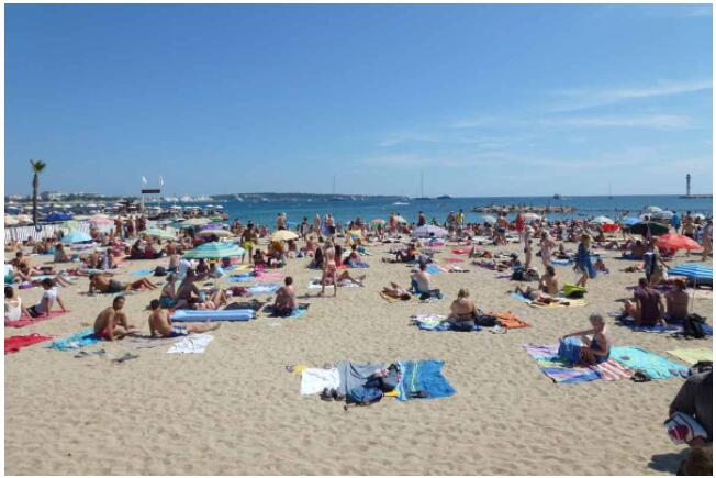 The fine sandy beaches of Cannes invite you to relax